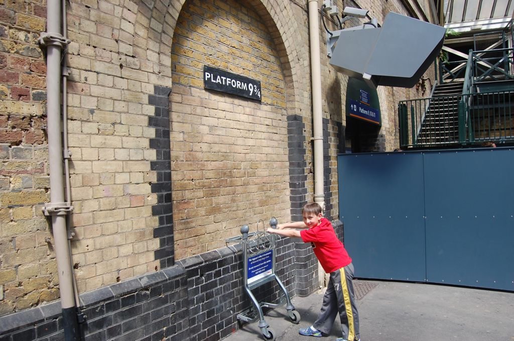 henry  platform 9 3  4  king u0026 39 s cross  london